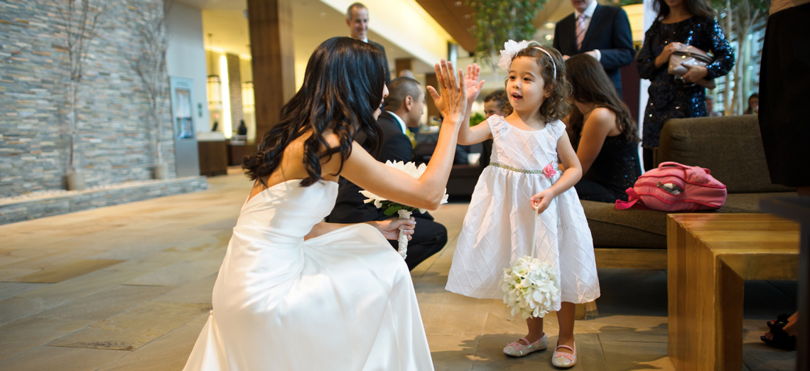 cindy hi 5's her flower girl